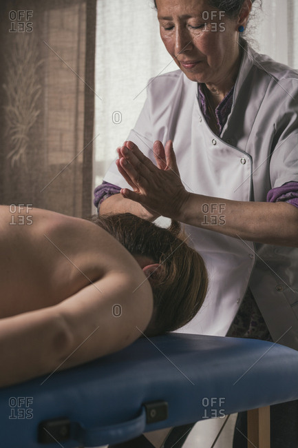 Therapist doing oriental massage with hands to woman to avoid muscle aches