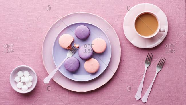 Macaron, sugar cubes and tea