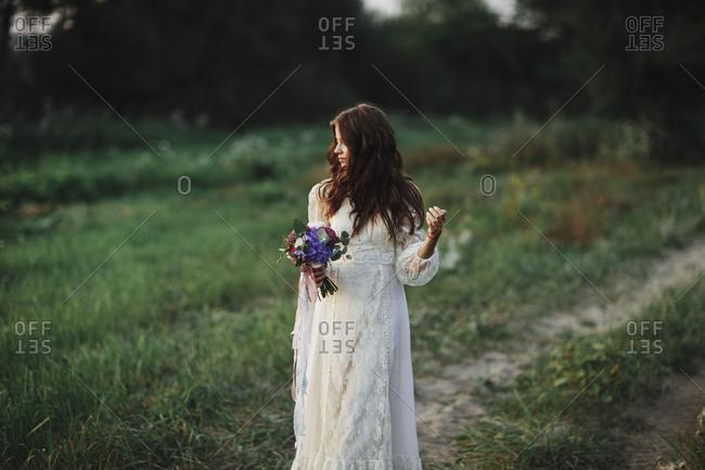 Brunette bride walking with bouquet