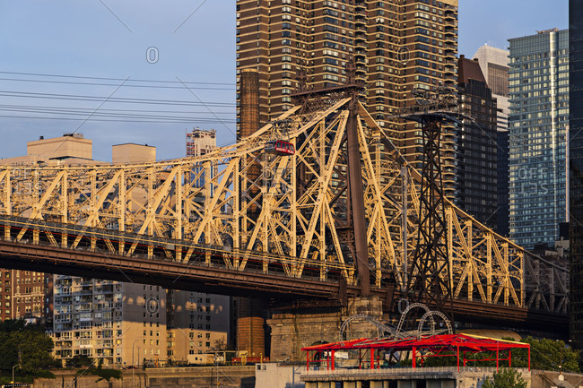 Queensboro Bridge and Roosevelt Island Tramway at sunrise
