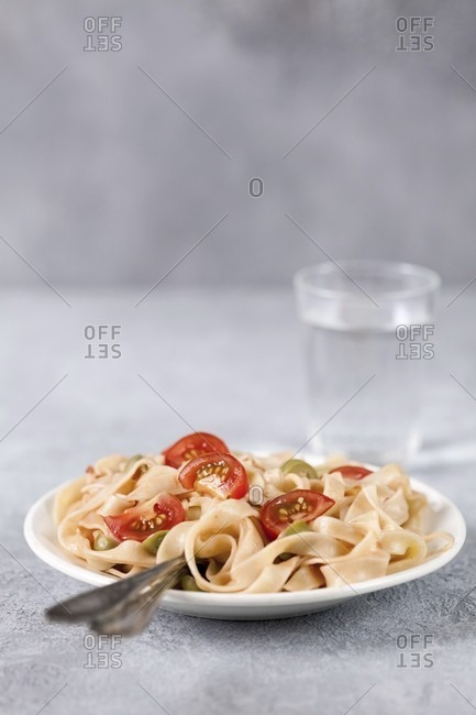 Tagliatelle with tomatoes and olives