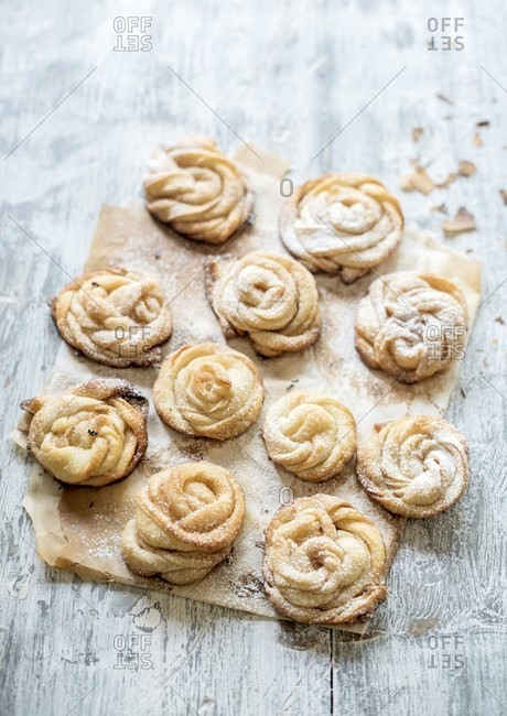 Rose-shaped pastries with cinnamon and icing sugar