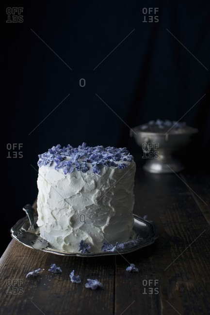 A mascarpone cream cake with candied violets