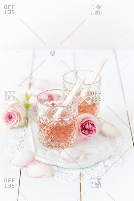 Glasses of rose champagne with roses