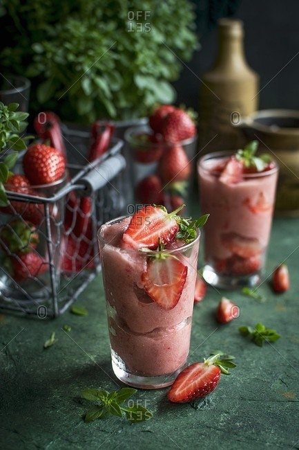 Strawberry sorbet with basil - Offset