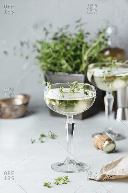 Prosecco with elderflower and timian