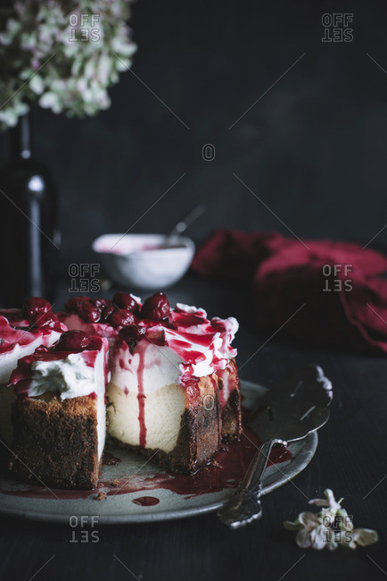 Cheese Cake with Cherry Sauce