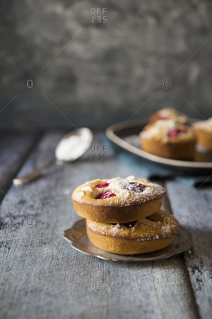 Almond tarts with raspberries