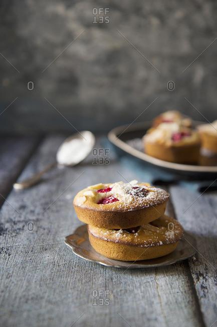 Almond tarts with raspberries