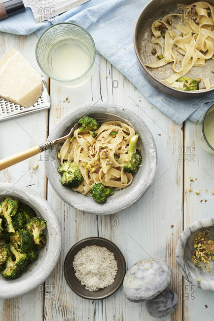 Fried tagliatelle with broccoli and tahini (seen from above)
