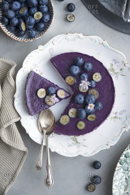 Vegan blueberry smoothie cake