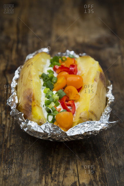 Baked potato with curd and chives- bell pepper- tomato and spring onions