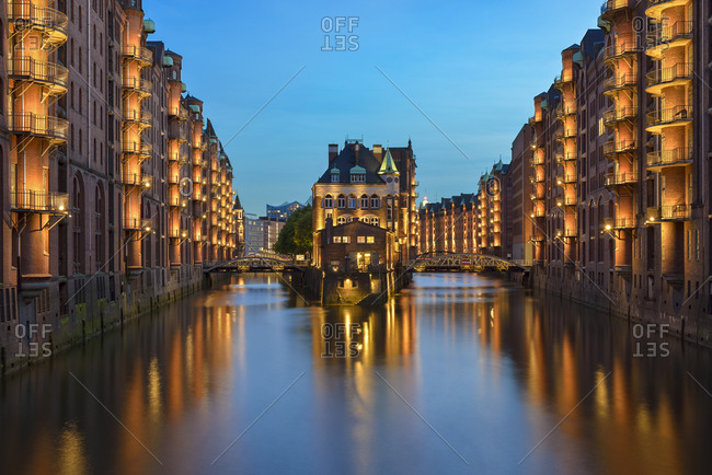 Germany- Hamburg- Wandrahmsfleet at Old Warehouse district at blue hour