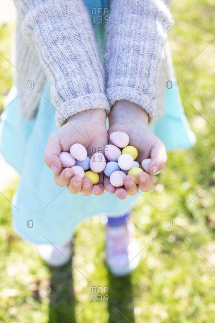 Child holding candy eggs - Offset