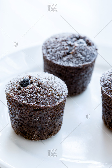 Individual chocolate cakes with powdered sugar