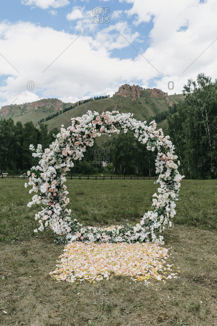 Round floral alter at an outdoor wedding ceremony
