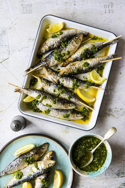 Sardine skewers with lemon and salsa