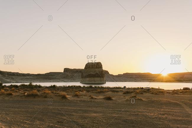 Lone Rock, lake powell at sunrise
