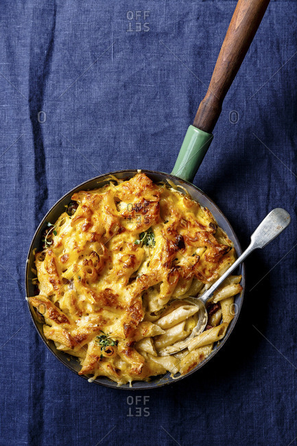 Mac and cheese pasta on linen background