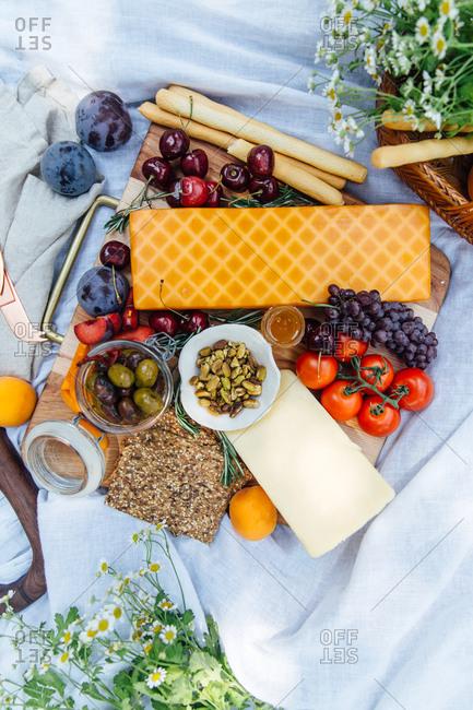 Summer charcuterie board picnic