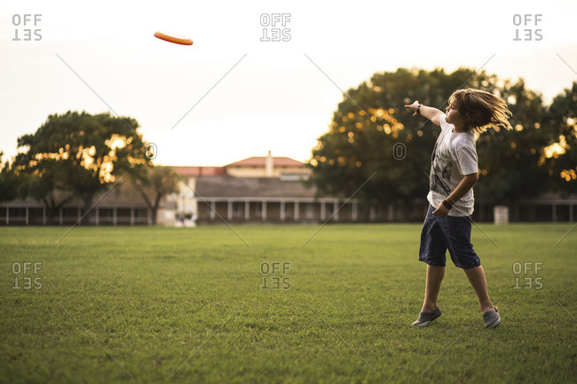 Child throwing a flying disc
