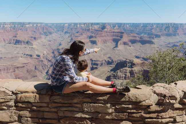 USA- Arizona- Grand Canyon National Park- Grand Canyon- mother and little daughter looking at view