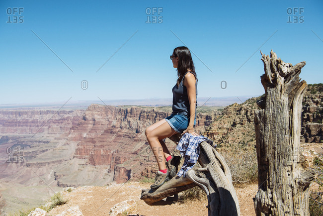 USA- Arizona- Grand Canyon National Park- Grand Canyon- woman looking at view