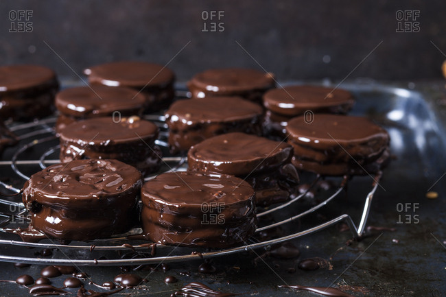 Wagon Wheel Cookies drying on cooling grid