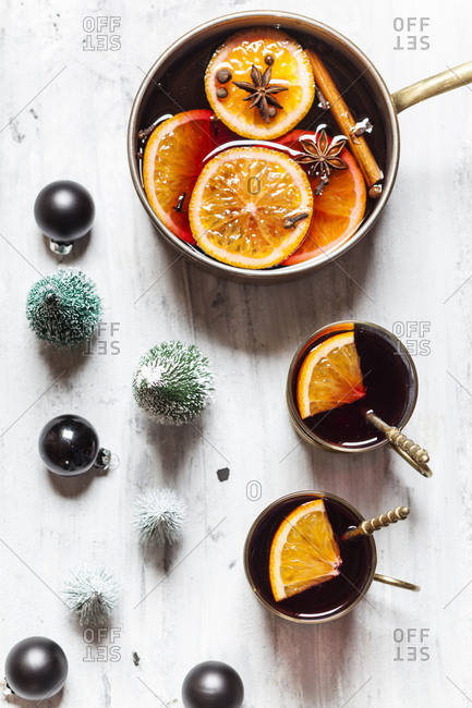 Pot and two cups of mulled wine