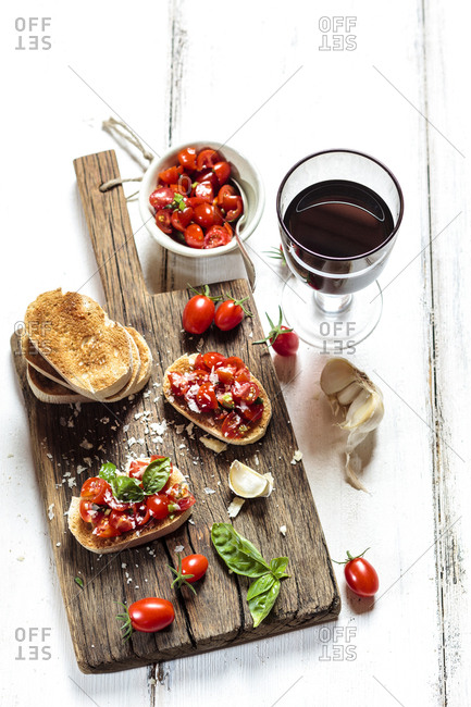 Italian buschetta and red wine
