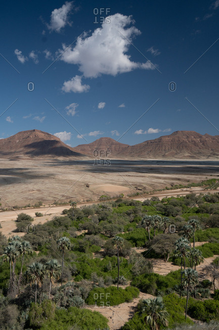 View over Hoarusib Riverbed, mountain range in background, Puros, north of Sesfontein, Nambia, Africa