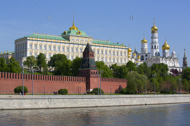 Grand Palace on left, Moscow River, Kremlin, UNESCO World Heritage Site, Moscow, Russia, Europe