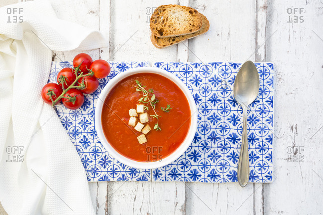 Tomato soup with roasted bread- croutons and thyme- overhead view