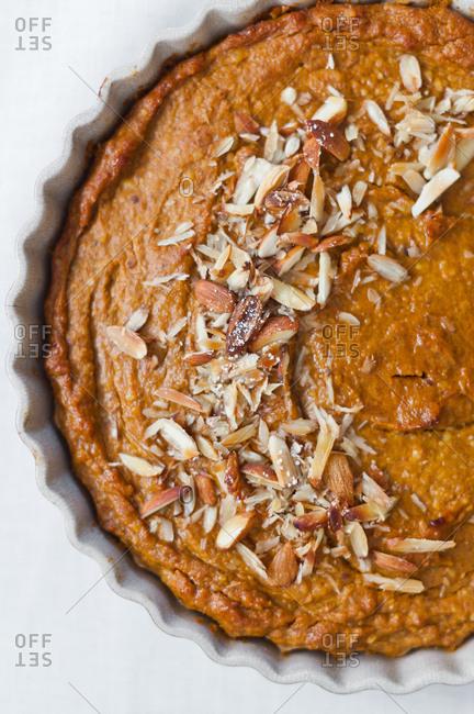 Pumpkin pie with almonds