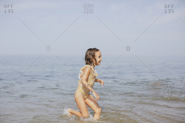 Girl running in water - Offset