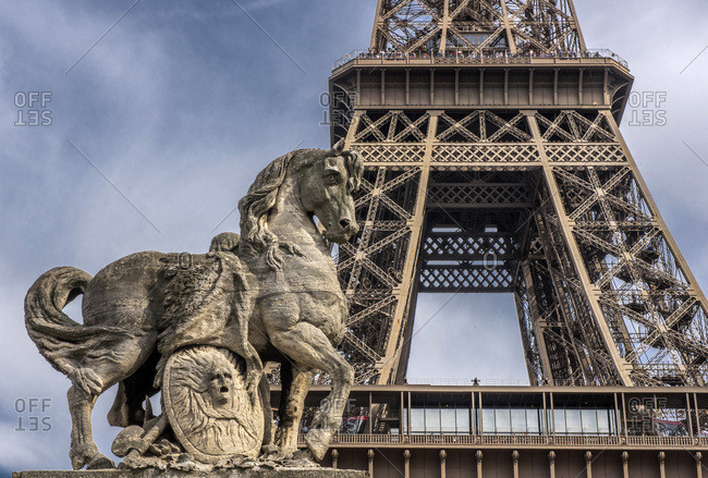 France, Ile de France, Paris, 16th district, close-up on the Eiffel Tower, statue of the horse of the Tocadero Garden in the foreground