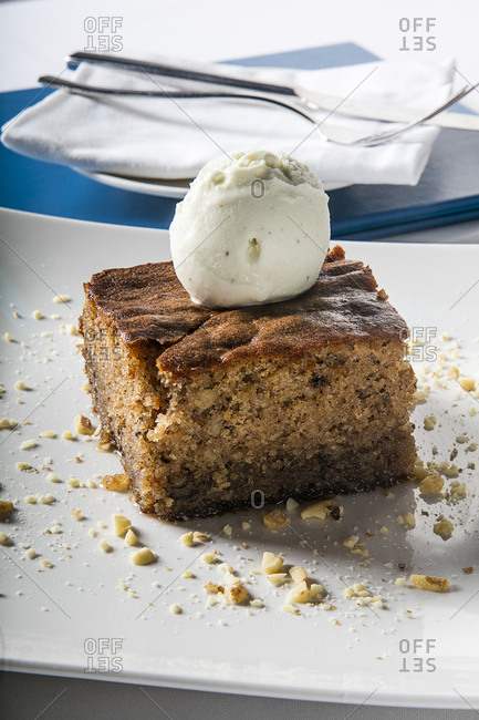 Coffee cake served with ice cream