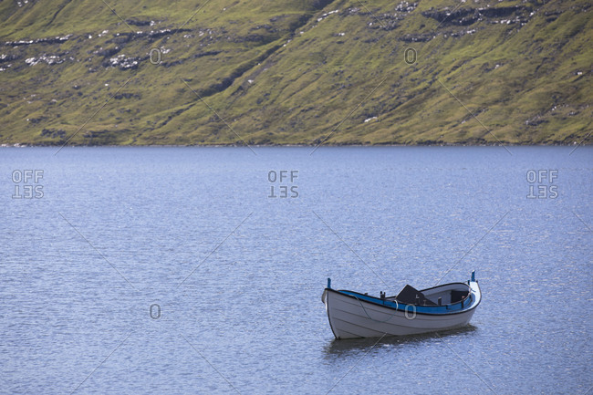 Faroes, Vagar, Sorvagsvatn, Leitisvatn, oar boot