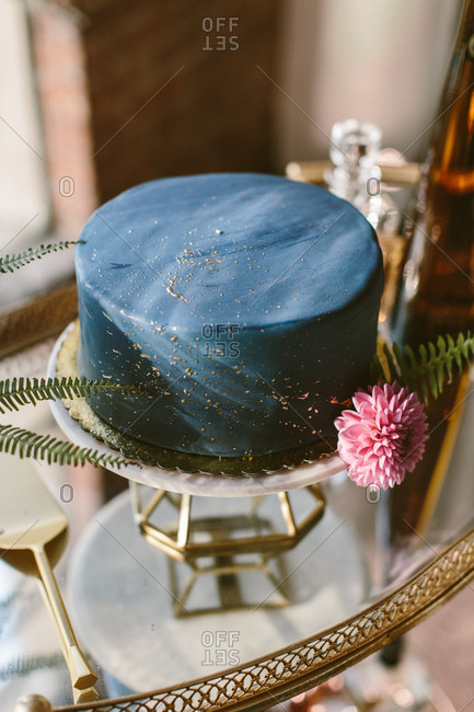 Marble blue wedding cake