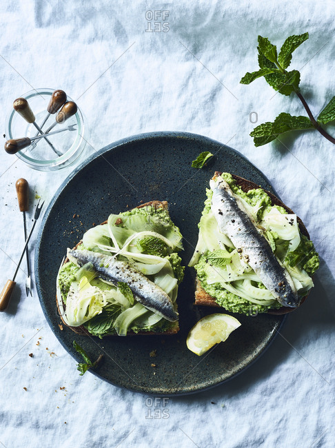English peas, fennel & mint toast with anchovies