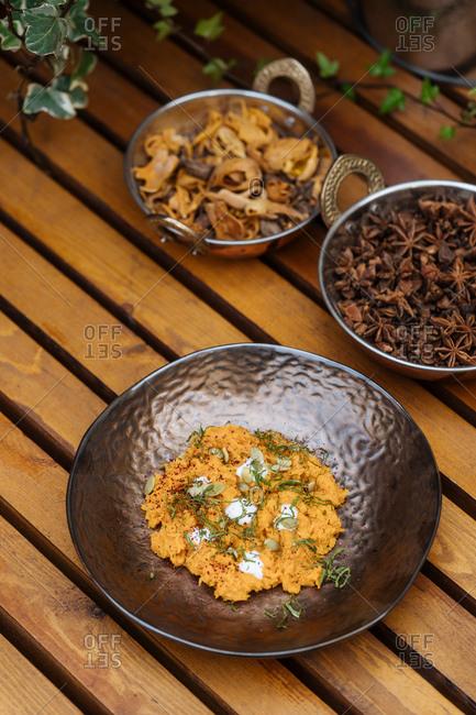 8a0edb28072 fish bowl stock photos - OFFSET