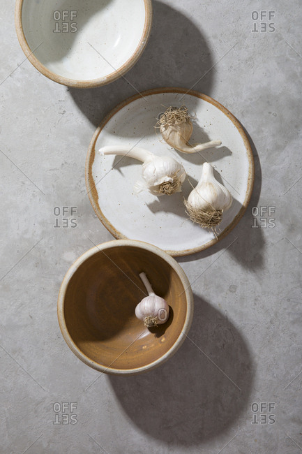Garlic cloves and plates and bowls