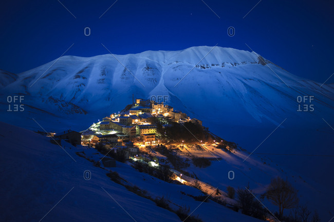 Castelluccio di Norcia and the Monte Vettore in the background by night., Monti Sibillini National park, Umbria, Italy, Europe