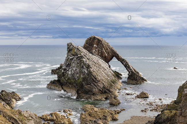 UK- Scotland- Portknockie- Bow Fiddle Rock natural arch