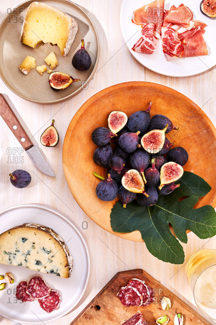 Figs with cheese and meat