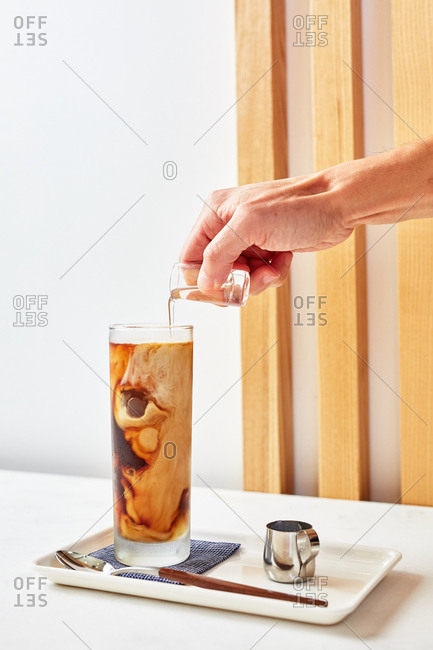 Person making Japanese cold brew coffee