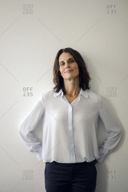 Portrait of an attractive businesswoman leaning on wall