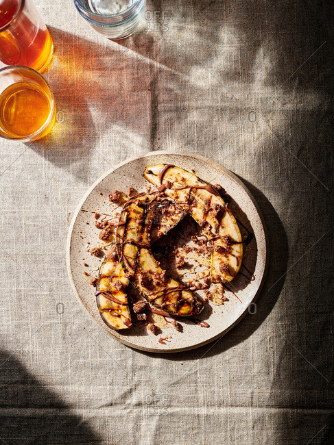 Grilled bananas with chocolate peanut butter and crumbled cookies
