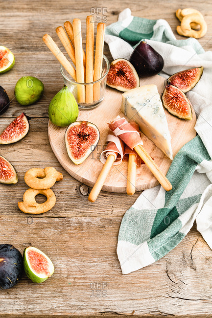 Figs and gorgonzola cheese on chopping board