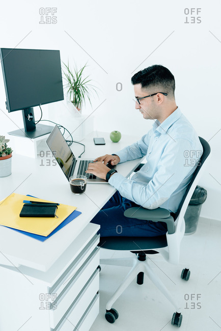 Young businessman working on his laptop at his desk